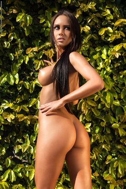 Busty Marreva the Forbidden Fruit - pics 12