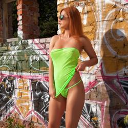 Justyna Dirty Redhead Neon Green - pics 00