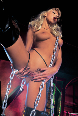 Niki Blond Fucked by 2 Hard Cocks - pics 01