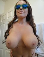Juicy Big Boobs Nasty Selfshots - pics 01