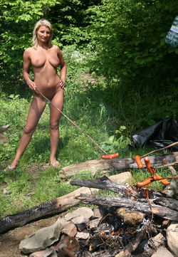 Nude Babes Having a Good Barbecue - pics 10