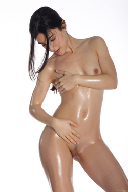 Oiled Cutie with Colourful Baloons - pics 01