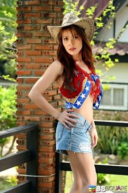 Big Boobed Asian Sexbomb Tina Tao - pics 00
