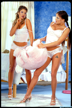 Lanny Barby Alexia Knight Classic Porn - pics 00