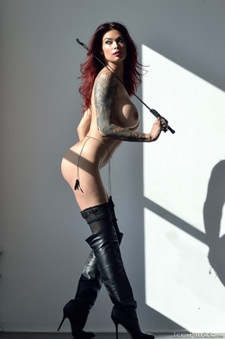 Tera Patrick in Long Black Boots - pics 02