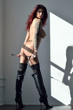 Tera Patrick in Long Black Boots - pics 04