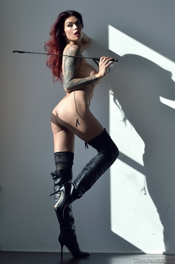 Tera Patrick in Long Black Boots - pics 05