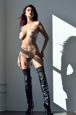 Tera Patrick in Long Black Boots - pics 07