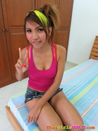 Pretty thai Slut Uses her tongue - pics 00