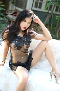 Sensual Asian Babe Veevie Red Lips - pics 03