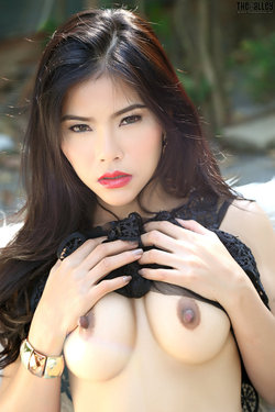 Sensual Asian Babe Veevie Red Lips - pics 06