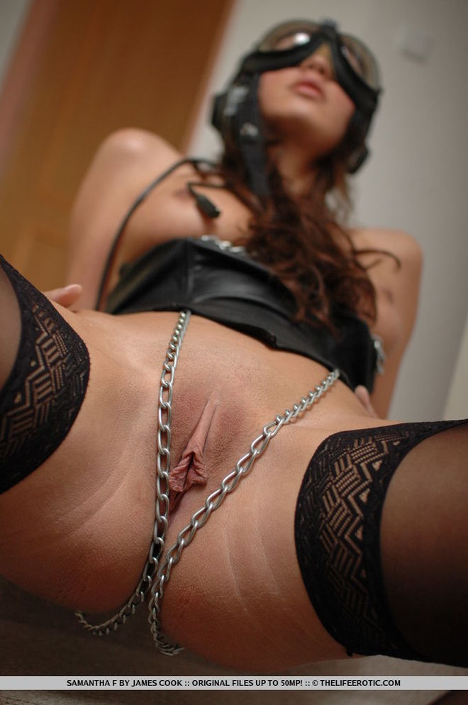 Samantha in Leather and Chains - picture 05