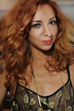 Lovely Redhead Vetta Oiled Pussy - pics 01