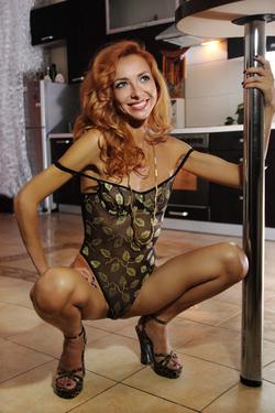 Lovely Redhead Vetta Oiled Pussy - pics 04