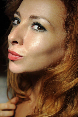 Lovely Redhead Vetta Oiled Pussy - pics 17