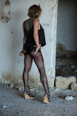 Tattooed Stacy in Ripped Pantyhose - pics 01