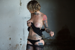 Tattooed Stacy in Ripped Pantyhose - pics 03