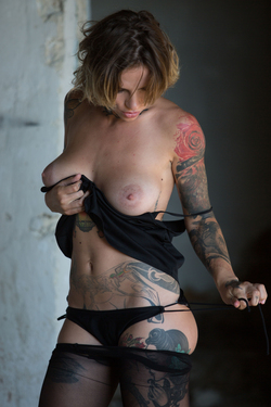 Tattooed Stacy in Ripped Pantyhose - pics 04