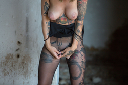 Tattooed Stacy in Ripped Pantyhose - pics 05