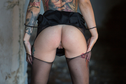 Tattooed Stacy in Ripped Pantyhose - pics 12