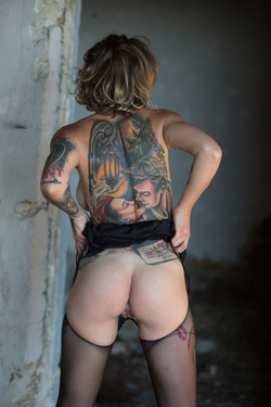 Tattooed Stacy in Ripped Pantyhose - pics 13
