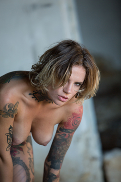 Tattooed Stacy in Ripped Pantyhose - pics 16