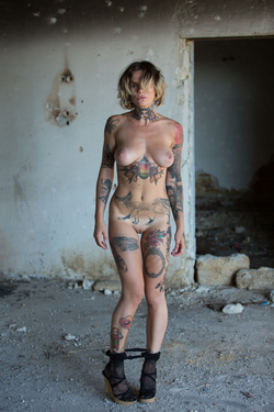 Tattooed Stacy in Ripped Pantyhose - pics 17