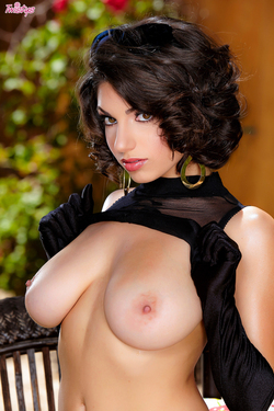 Busty Darcie Dolce Classy as Hell - pics 07