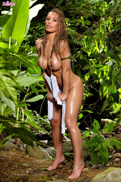 Nicole Aniston Wild Cat in Jungle - pics 04