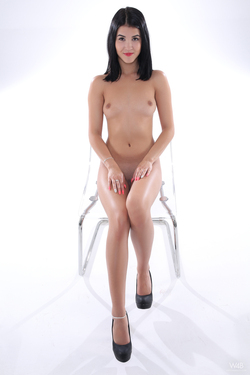 Petite Oiled Girl Casting - Lady Dee - pics 05