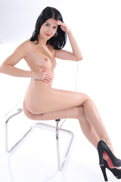 Petite Oiled Girl Casting - Lady Dee - pics 08