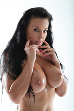 Busty Carmen Croft Big Wet Boobs - pics 16