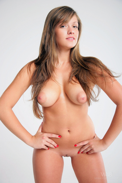 Sidney Real Tits and Puffy Nipples - pics 02