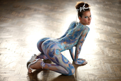 Busty Lizzie Ryan in Body Paint - pics 08