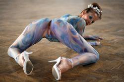 Busty Lizzie Ryan in Body Paint - pics 10
