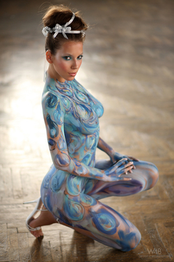 Busty Lizzie Ryan in Body Paint - pics 12