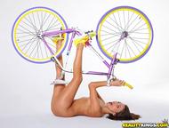 Four lesbian Babes on Fixie Bikes - pics 13