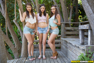 Sweet Lesbian Trio Hardcore sex - pics 01