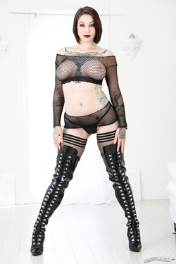 Busty Slut Fishnet and Latex Boots - pics 00