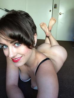 Fucking Hot Amateur Milf Selfies - pics 01