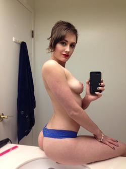 Fucking Hot Amateur Milf Selfies - pics 04