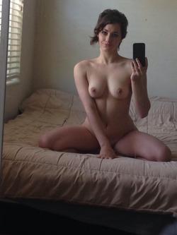 Fucking Hot Amateur Milf Selfies - pics 16