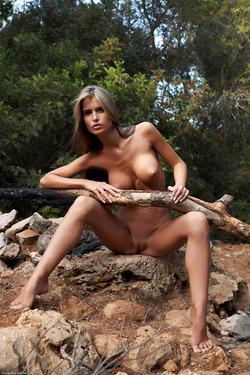 Nessa Devil - Tall and Busty Slut - pics 06