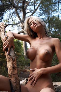Nessa Devil - Tall and Busty Slut - pics 08