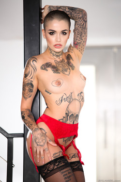 Tattooed Beauty Leigh Raven Facial - pics 02