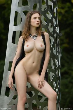 Tall And Busty Mariposa Fairylike - pics 02
