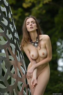 Tall And Busty Mariposa Fairylike - pics 09