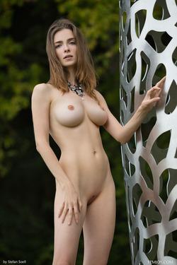 Tall And Busty Mariposa Fairylike - pics 13