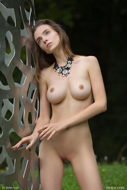 Tall And Busty Mariposa Fairylike - pics 17