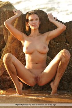 Susi R Big Titted Beauty Seaside - pics 04